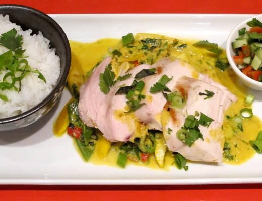 Thaiinspirert rett med saftig kylling, peanøttsaus, gul squash og bønner.Thaiinspirert rett med saftig kylling, peanøttsaus, gul squash og bønner.