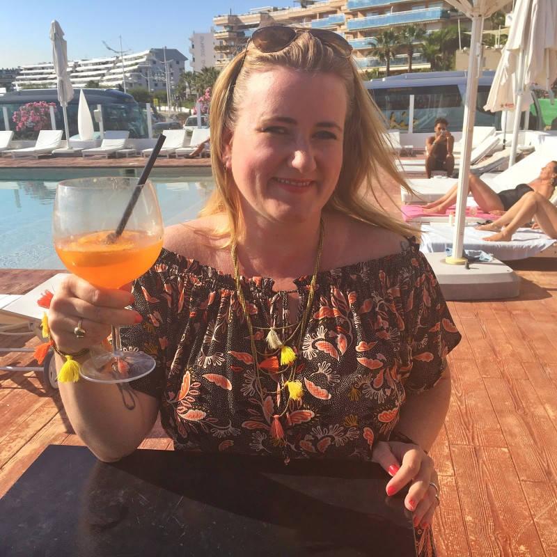 Meg på Ibiza med en solskinns-Spritz.
