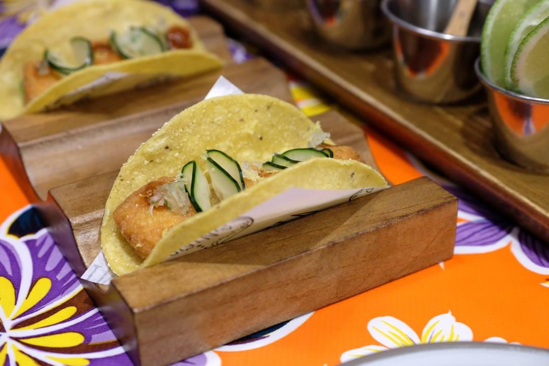 Fisketaco! Å jøjje meg! Deilig fisk, agurk. lime og avokado. Så enkelt og så godt.