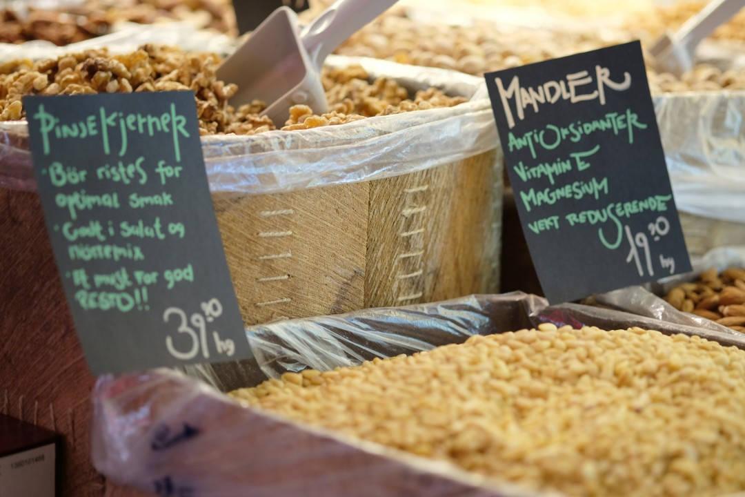 Søte lapper forteller deg hva råvaren inneholder av vitaminer og mineraler.