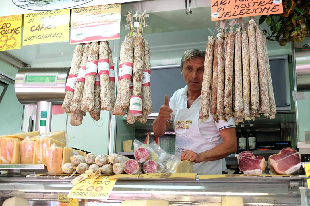 Markedsdag på Piazza Fontanesi.