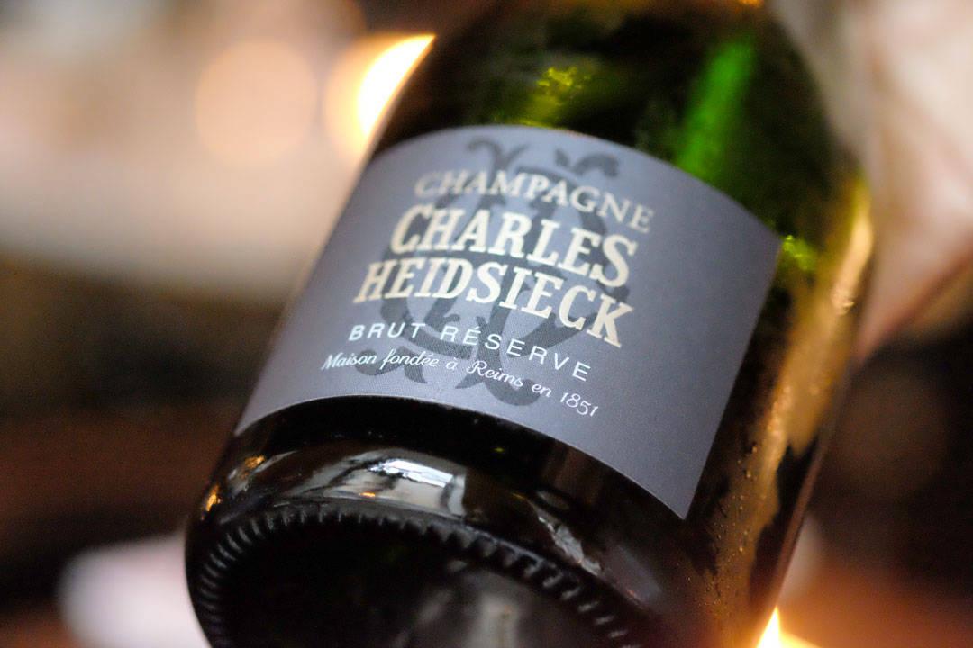 Deilig champagne til smårettene som nå kommer. Champagne Charles Heidsiek Brut Reserve Pinot Noir 40%, Chardonnay 40%, Pinot Meunier 20%