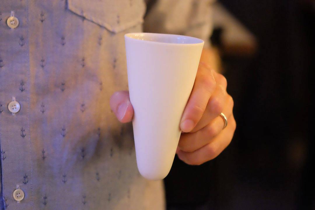 Overflødighetshornet er fylt med jordskokk fra Toten: Bakt, syltet og som luftig puré. Hornet er laget av Odd Standard fra Stavanger.
