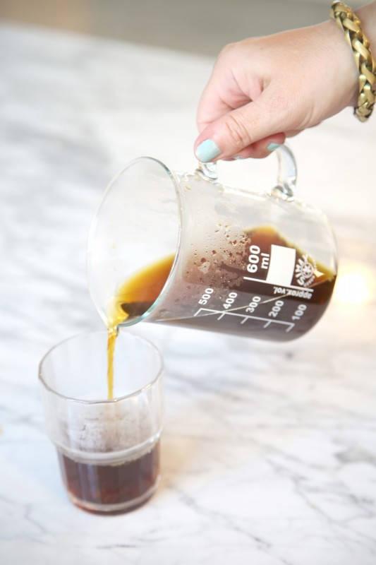 På Satan får du kaffe i reagensrør. Det blir ikke mer hipster en det.