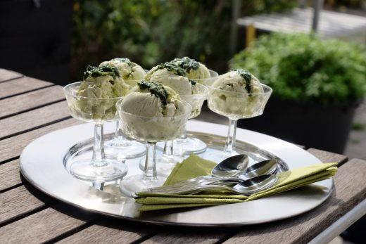 Iskrem med sitronverbene og basilikum.