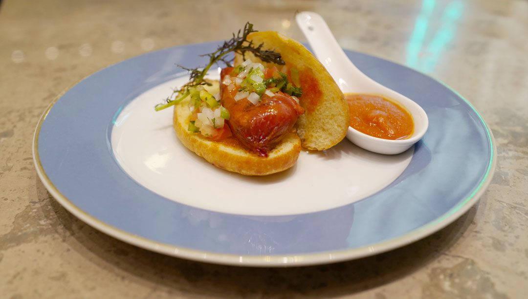 Choripan con salsa criolla