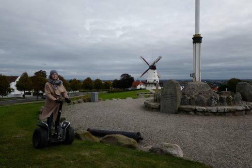 Maj-Britt på Segway under en tur vi hadde sammen til Sønderjylland i regi av Visit Denamrk.