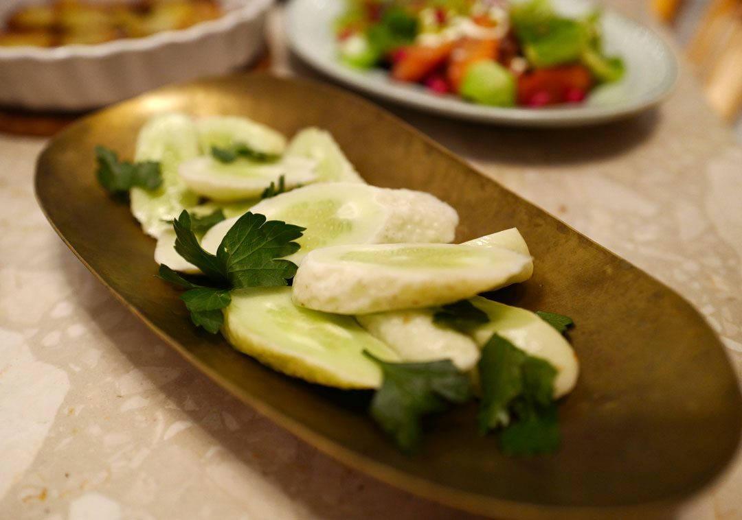 Disse herlige saltsyltede agurkene får du kjøpe på Strömstad Mat. De er helt fantastiske til ribben og gir akkurat det lille salte og syltede kicket retten trenger.