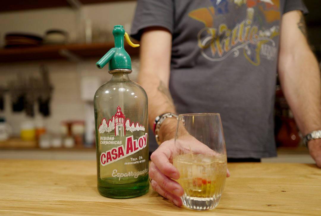 Spansk vintage sifong-flaske til vermutbruk.