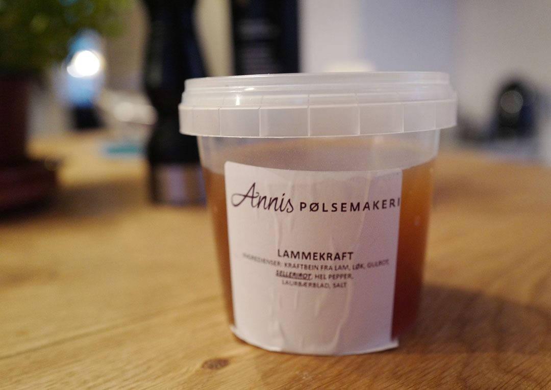 L1150036 1080x765 - Dry aged lammesadel med honningglaserte gulrøtter, fløtegratinerte poteter og lakrissaus