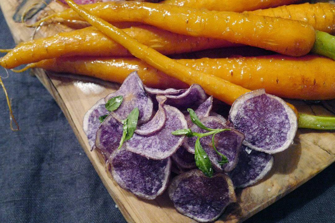 L1150064 1080x720 - Dry aged lammesadel med honningglaserte gulrøtter, fløtegratinerte poteter og lakrissaus