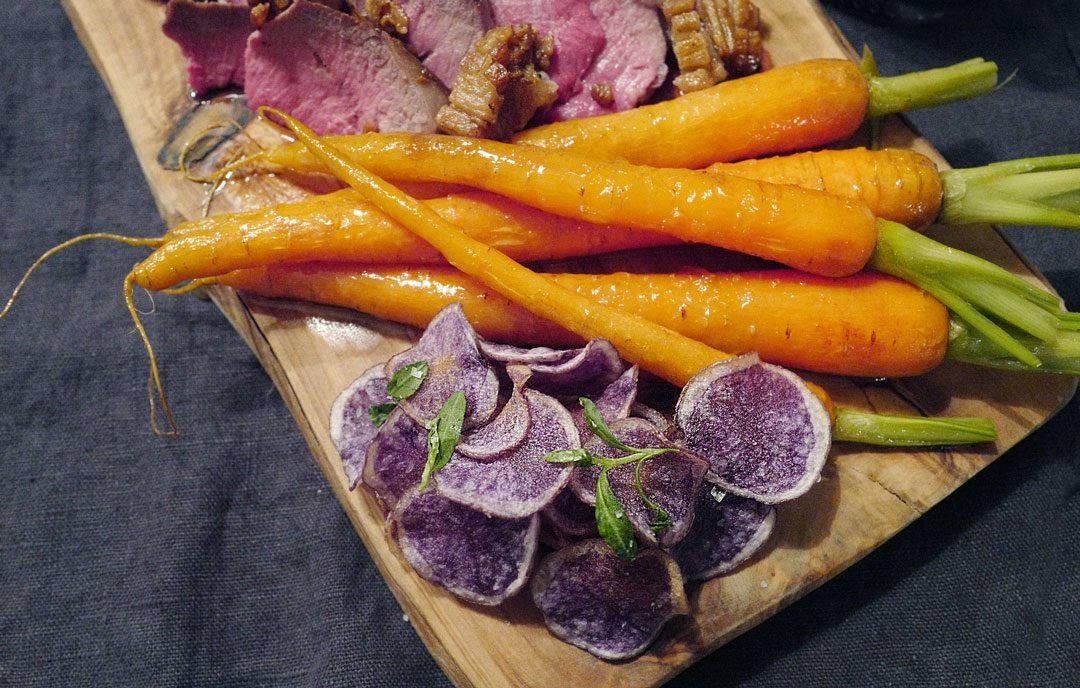 L1150065 1080x688 - Dry aged lammesadel med honningglaserte gulrøtter, fløtegratinerte poteter og lakrissaus