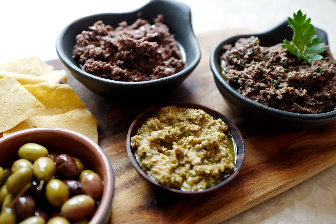 L1160405 1080x720 - Tapenade, pate d'olive, socca og Pét-nat til maifesten
